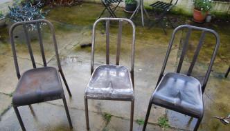 Comment décaper et restaurer une chaise métallique